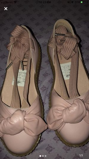 Puma tied up shoe for Sale in Snellville, GA