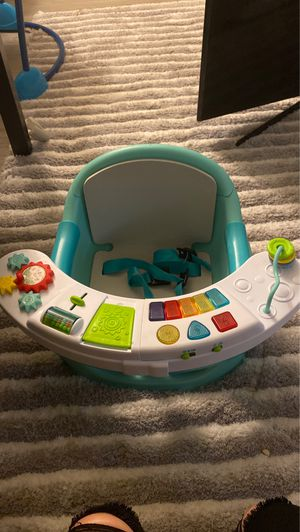 Infantino Go Gaga! Music and lights 3-in-1 booster seat for Sale in Riverside, CA
