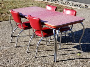 1940s Chrome & Red Rectangle Table w/2 Leafs & 4 Chairs for Sale in Yuba City, CA