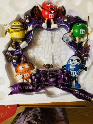 Halloween wreath Trick or m&m treats ( lighted) for Sale in St. Petersburg, FL