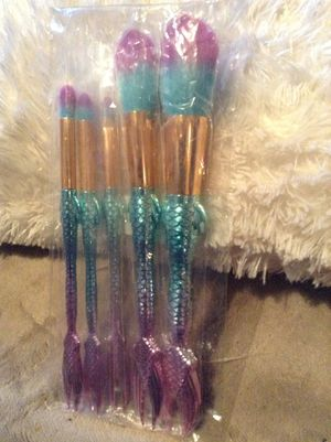 Brand new set of 5 pcs makeup brushes mermaid tail rainbow purple and blue deal offer smoke free home for Sale in Norwalk, CA