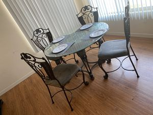 Dining table for Sale in Bakersfield, CA