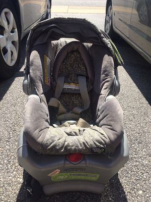 Baby car seat graco with Base for Sale in Lake Ridge, VA