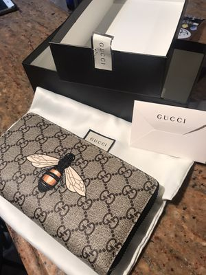Brand new Gucci Bee GG print wallet for Sale in Staten Island, NY