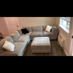 Gray Sectional Couch With Ottoman Detaches for Sale in Vancouver, WA