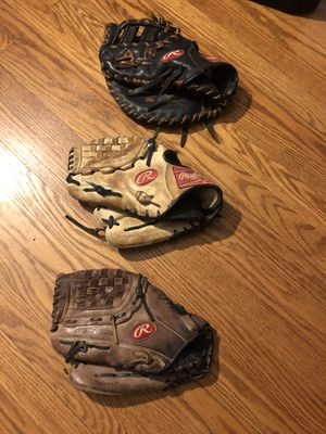 Old baseball gloves size 11.75 (for a lefty) for Sale in Wilton, CT