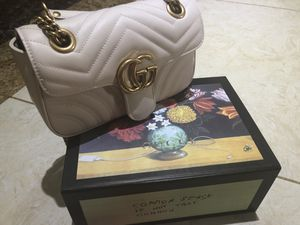 Gucci marmont small shoulder bag for Sale in Mansfield, CT