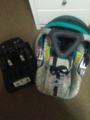 Baby trend carseat with base for Sale in Sioux City, IA