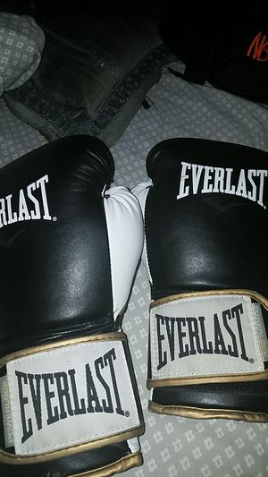 Boxing gloves for Sale in Houston, TX