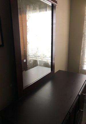 Dresser w/ mirror for Sale in GLMN HOT SPGS, CA