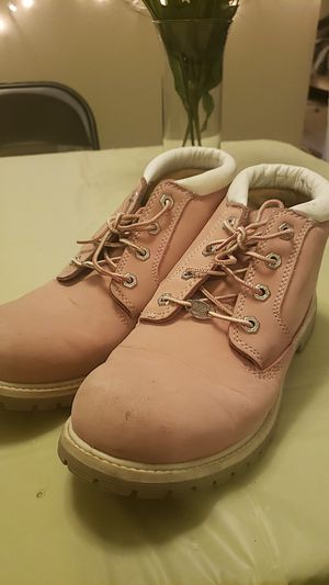 GENTLY USED PINK TIMBERLANDS for Sale in Fairfax, VA