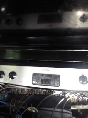 Amana stove works great for Sale in Albuquerque, NM