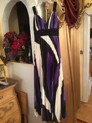 Prom dress used condition brand May Queen color purple,cream,black size 8 for Sale in San Diego, CA