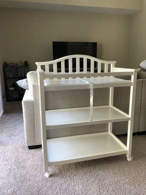 Graco Changing Table White on wheels for Sale in Santa Clara, CA