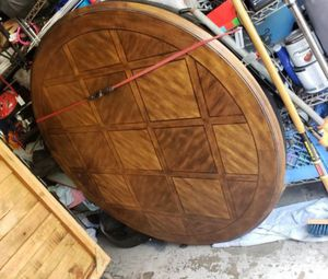 6 ft round dining table for Sale in La Habra, CA