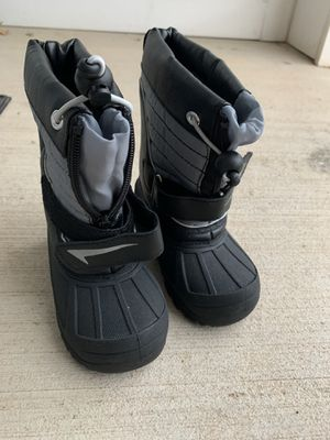 Snow boots Age 2-3 years, size 8 for Sale in Ashburn, VA