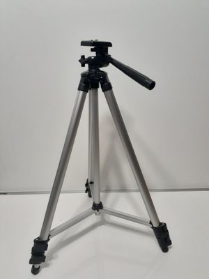 Samsonite 55 inch Extendable Tripod. Excellent Looking and Working Condition for Sale in San Antonio, TX