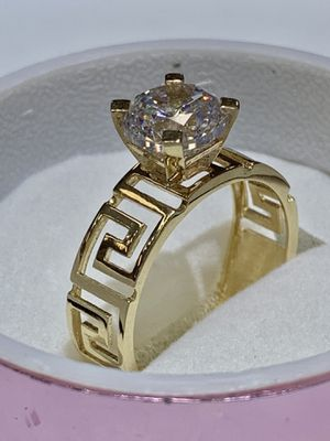 14 karat lady ring made in Italy ( M33) for Sale in Houston, TX