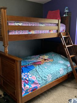 Bunk Bed Queen/Twin Dresser for Sale in Buckley,  WA