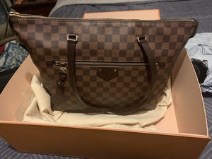 Like New Authentic Louis Vuitton for Sale in Washington, DC