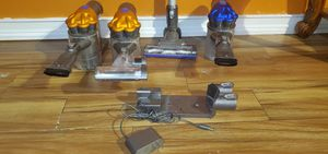 3 cordless Dyson vaccuum with attachment for Sale in Brandon, FL