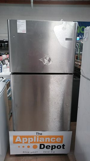 New Frigidaire Top Mount Freezer Refrigerator in Stainless Steel for Sale in Chula Vista, CA