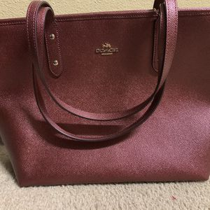 COACH metallic cherry CITY TOTE for Sale in Palm Springs, CA