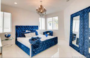 Velvet Tufted Bling Bedroom Set for Sale in Hallandale Beach, FL