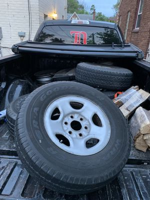 4 - 255 75R16 Tires and Rims for Sale in Detroit, MI