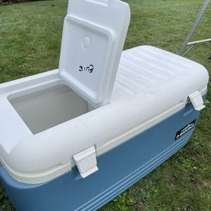Large Igloo Maxcold Cooler for Sale in Lynnwood, WA