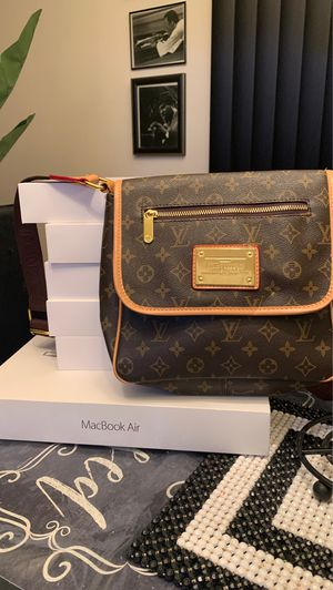 Louis Vuitton for Sale in Hackensack, NJ