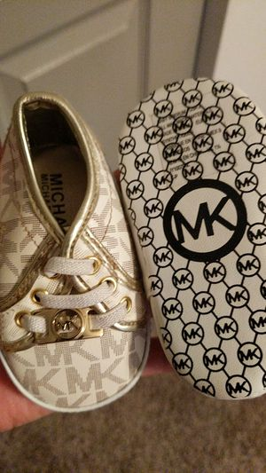 Michael kors size 2 for Sale in Houston, TX