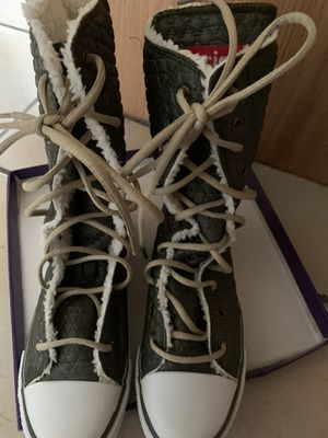 Lined lace up tennis boots. Size 9. New. Scottsdale for Sale in Scottsdale, AZ