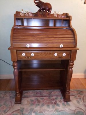 Small roll top desk with light for Sale in McKees Rocks, PA