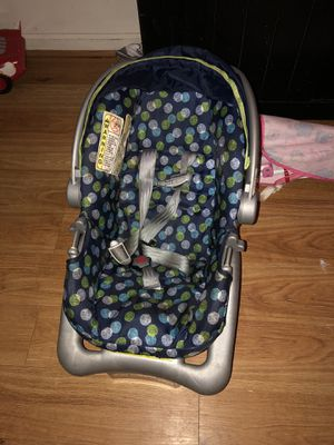 Cosco carseat with matching stroller set for Sale in Baltimore, MD