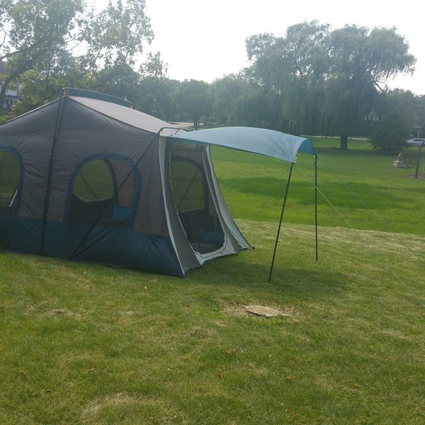 Cabelas 14X10 Cabin Tent~~2 Rooms, 2 Awnings, 2 Openings, 4 Windows, Middle Divider, and Waterproof Floor