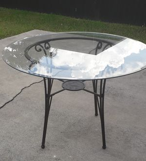 TABLE WITH 4 CHAIRS for Sale in Miami, FL