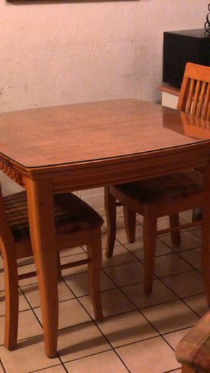 Dining table 2 chairs for Sale in Vallejo, CA