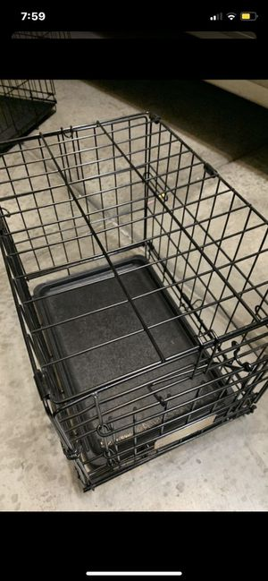 Medium crate collapsable wire dog kennel. 24x17x19 for Sale in Las Vegas, NV