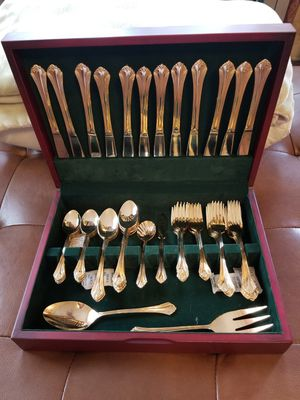 New 64-piece Gold Siverware Flatware Set for Sale in Newport News, VA