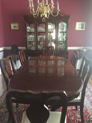 7 pieces Queen Anne dining room set for Sale in Herndon, VA
