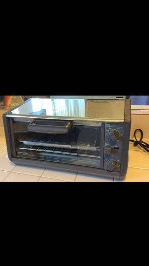 BLACK AND DECKER TOASTER OVEN AND ROASTER for Sale in Santa Ana, CA