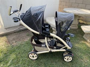 Graco doble stroller easy to fold for Sale in Whittier, CA