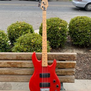 Peavey Foundation Vintage Bass Guitar USA for Sale in Phoenix, AZ