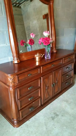 QUALITY SOLID WOOD FROM KATHY IRELAND HOME BIG DRESSER 11 DRAWERS EXCELLENT CONDITION for Sale in Fairfax, VA