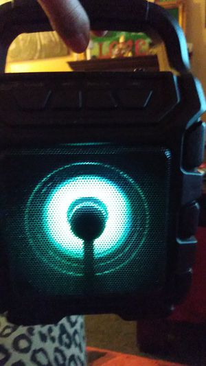 Bluetooth wireless speaker with flashing lights like red blue green for Sale in Westland, MI