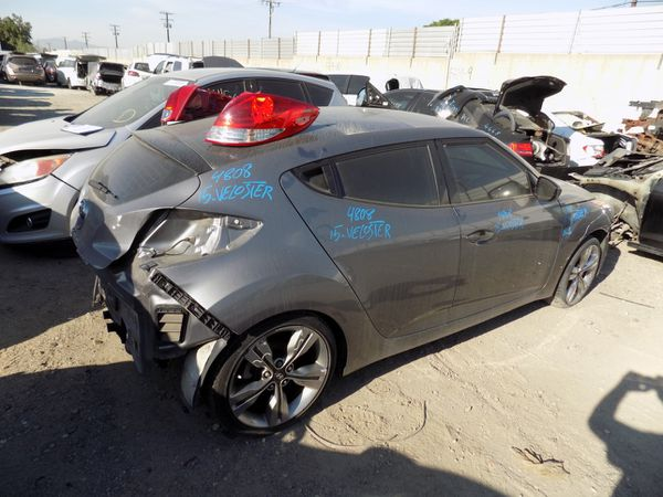 2015 Hyundai Veloster 1.6L (PARTING OUT)