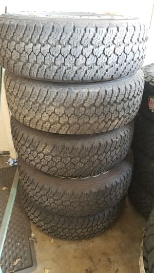 Set of 5 used Goodyear P245/75R17 tires and wheels Jeep JK for Sale in Doral, FL