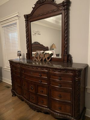 King size bedroom set for Sale in Murfreesboro, TN