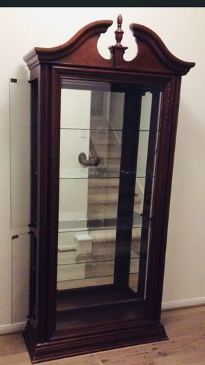 Curio cabinet for Sale in Houston, TX
